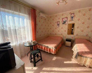 Трехместный номер  люкс с удобствами  и балконом