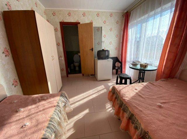 Трехместный номер люкс с удобствами и балконом-7
