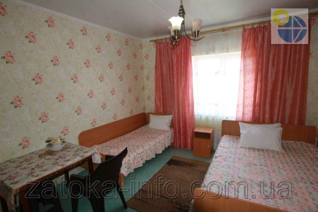 Трехместный номер люкс с удобствами без балкона - 1