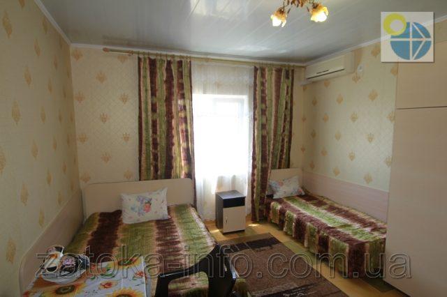 Трехместный номер люкс с удобствами без балкона - 3