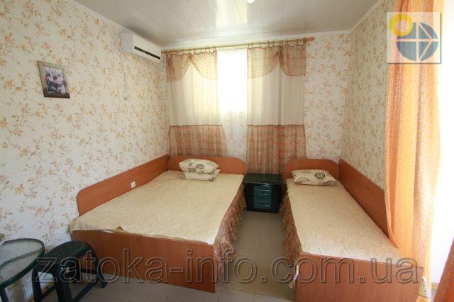 Трехместный номер люкс с удобствами без балкона - 4