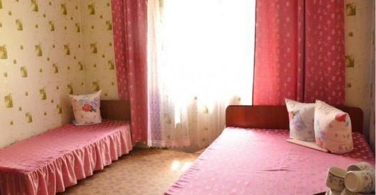 Трехместный местный номер  люкс с удобствами  и балконом