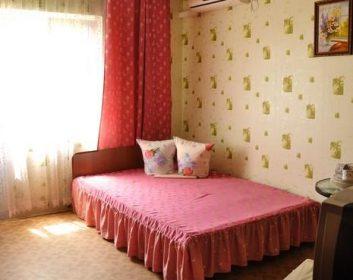 Трехместный номер люкс с удобствами без балкона
